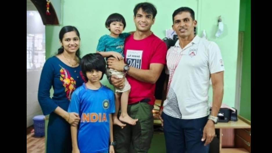 Neeraj Chopra With Naik's Family