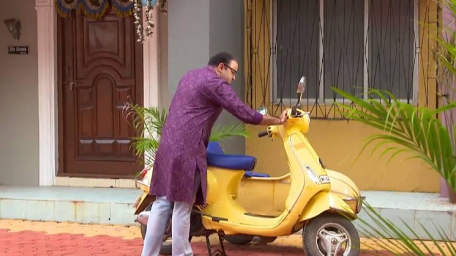 TMKOC: Bhide with Sakharam